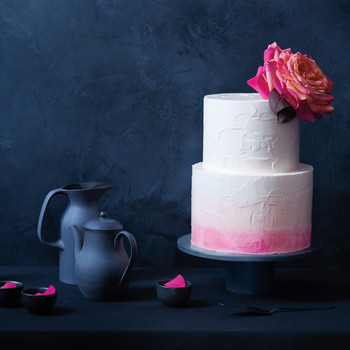 6 Fresh Ways to Decorate Wedding Cakes With Flowers