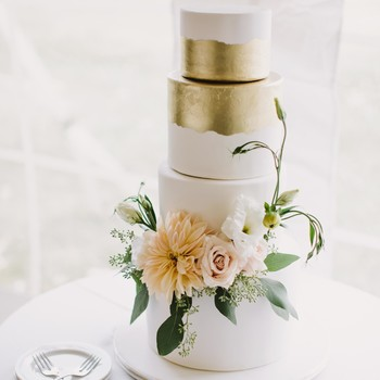 Wedding cakes toppers martha stewart weddings 62 fresh floral wedding cakes junglespirit Image collections