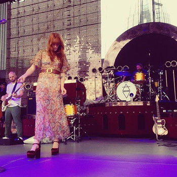 Florence + The Machine Stopped a Concert to Help a Fan Propose to Her Girlfriend