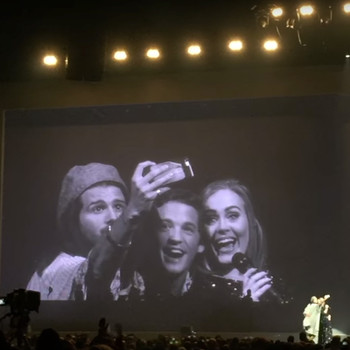 Adele accepts fans' wedding invitation onstage, takes a selfie