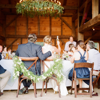 5 Wedding Speeches to Give in Honor of Your Best Friend