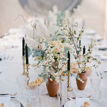 white berry floral centerpiece wedding table setting