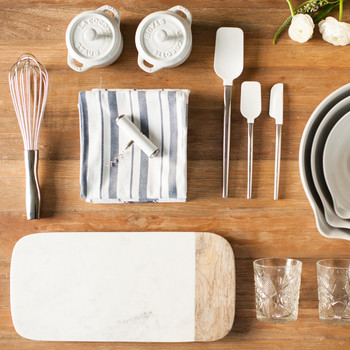 How Soon After Getting Engaged Should You Build a Wedding Registry?