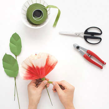 How to Dip-Dye Paper Flowers With Bleach
