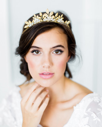 20 Crowns That Will Make Any Bride Feel Like Royalty