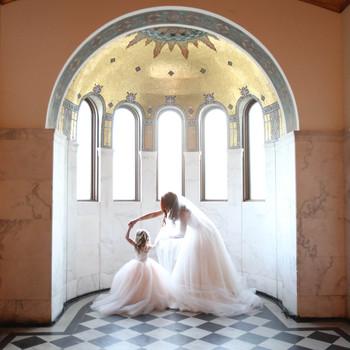 f57111981e 55 Heartwarming Mother-Daughter Wedding Photos