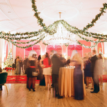 How to Create an Awesome Engagement Party Playlist