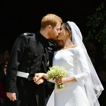 Prince Harry and Meghan Markle Married Kiss