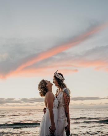 Sunset Wedding Photos That Will Convince You to Take Portraits During Golden Hour