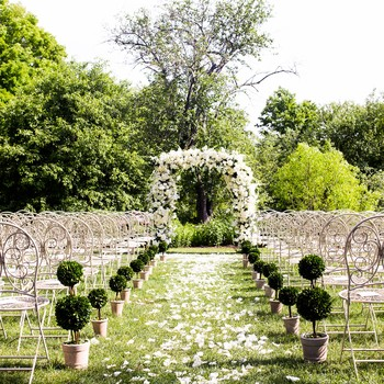 Your Ultimate Guide to Planning a Personal, Meaningful, and Official Wedding Ceremony