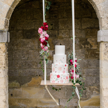suspended wedding cake tables alexandra vonk 02