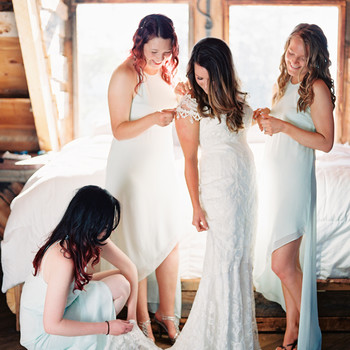 Remember These Important Tips in the Event of This Surprisingly Common Bridal Fashion Emergency