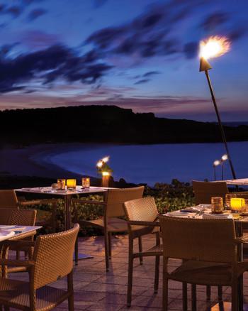 hawaii-restaurants-four-seasons-resort-lanai-manele-bay-tables-0515.jpg