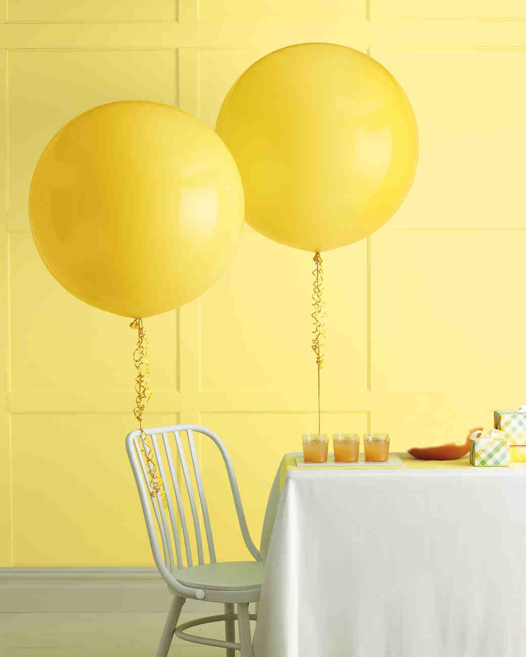Diy balloon wedding decor martha stewart weddings dhlflorist Images