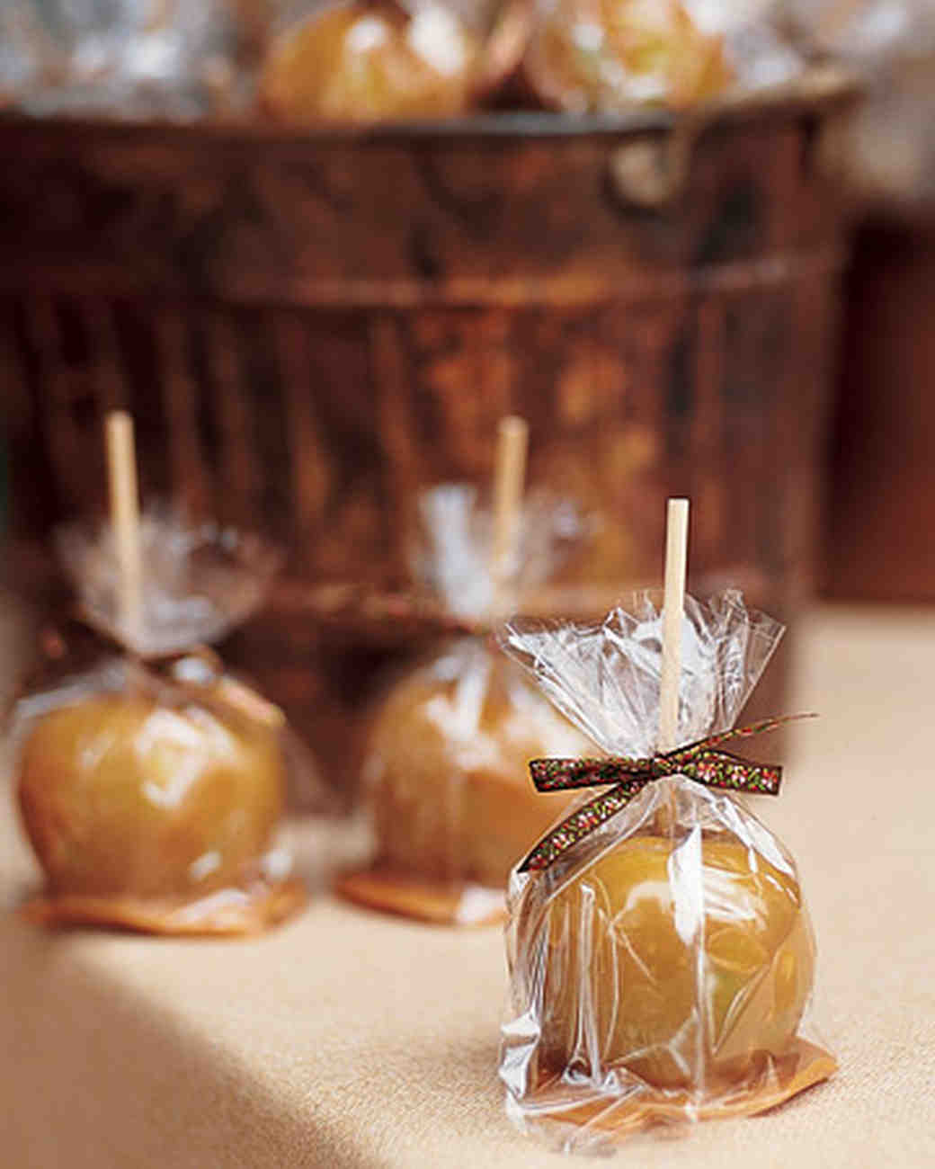 34 festive fall wedding favor ideas martha stewart weddings for Candy apple wedding favors