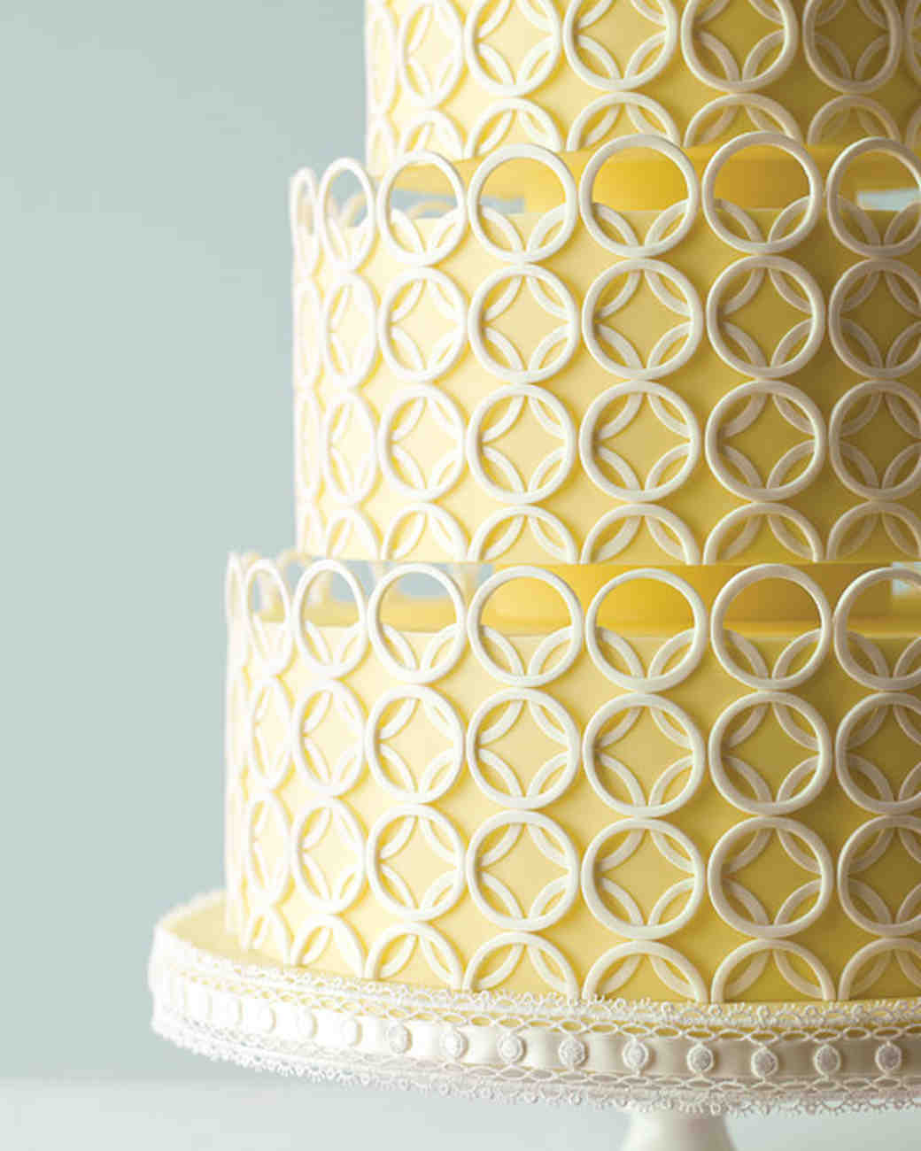 ring-inspired wedding cake