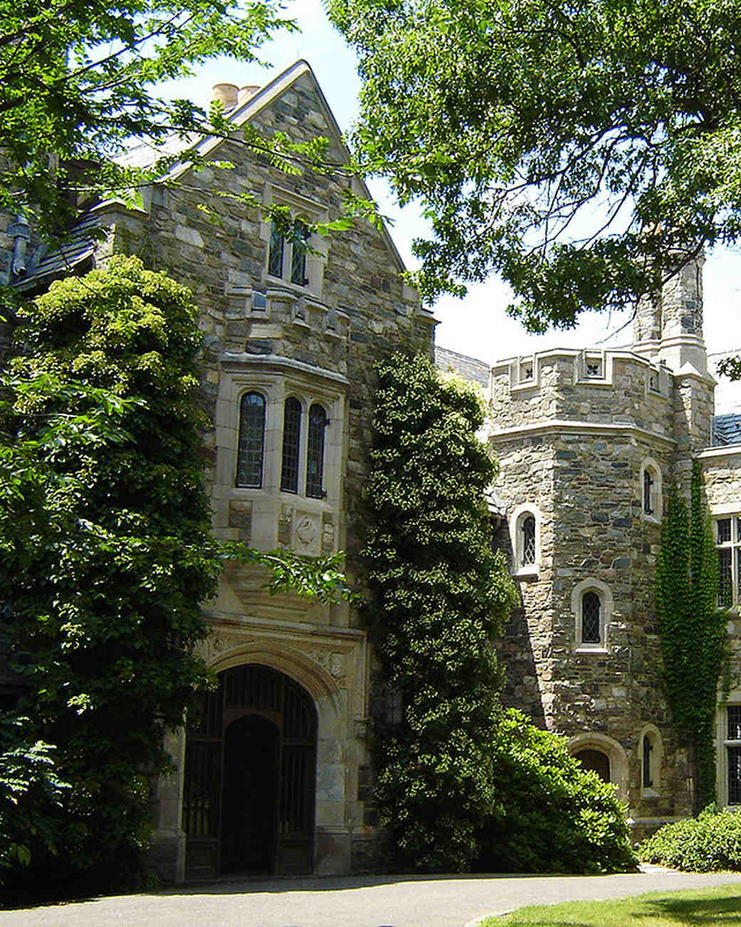 Castle Wedding Venues: 18 Fairy-Tale Castle Wedding Venues In America