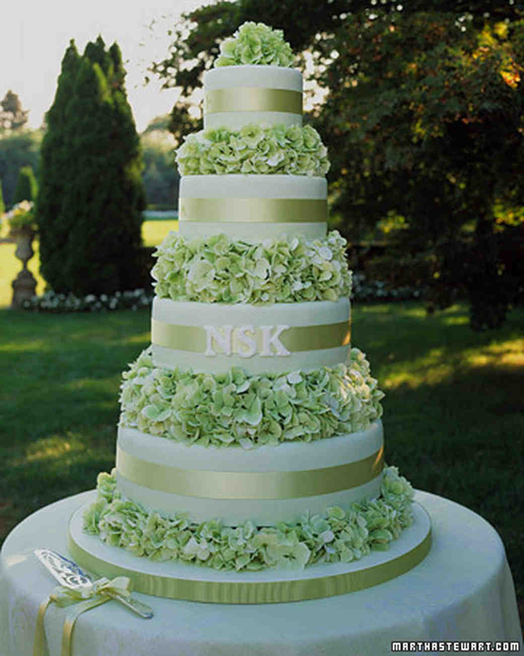 green wedding cake design green wedding cakes martha stewart weddings 14970