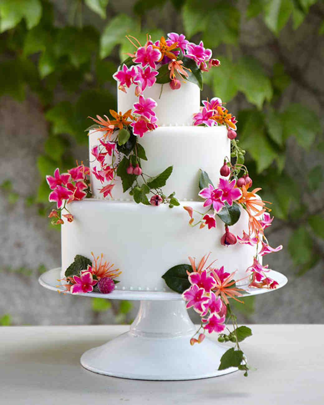 wedding cakes with flowers in between the tiers flowers for every element of your wedding martha stewart 26021