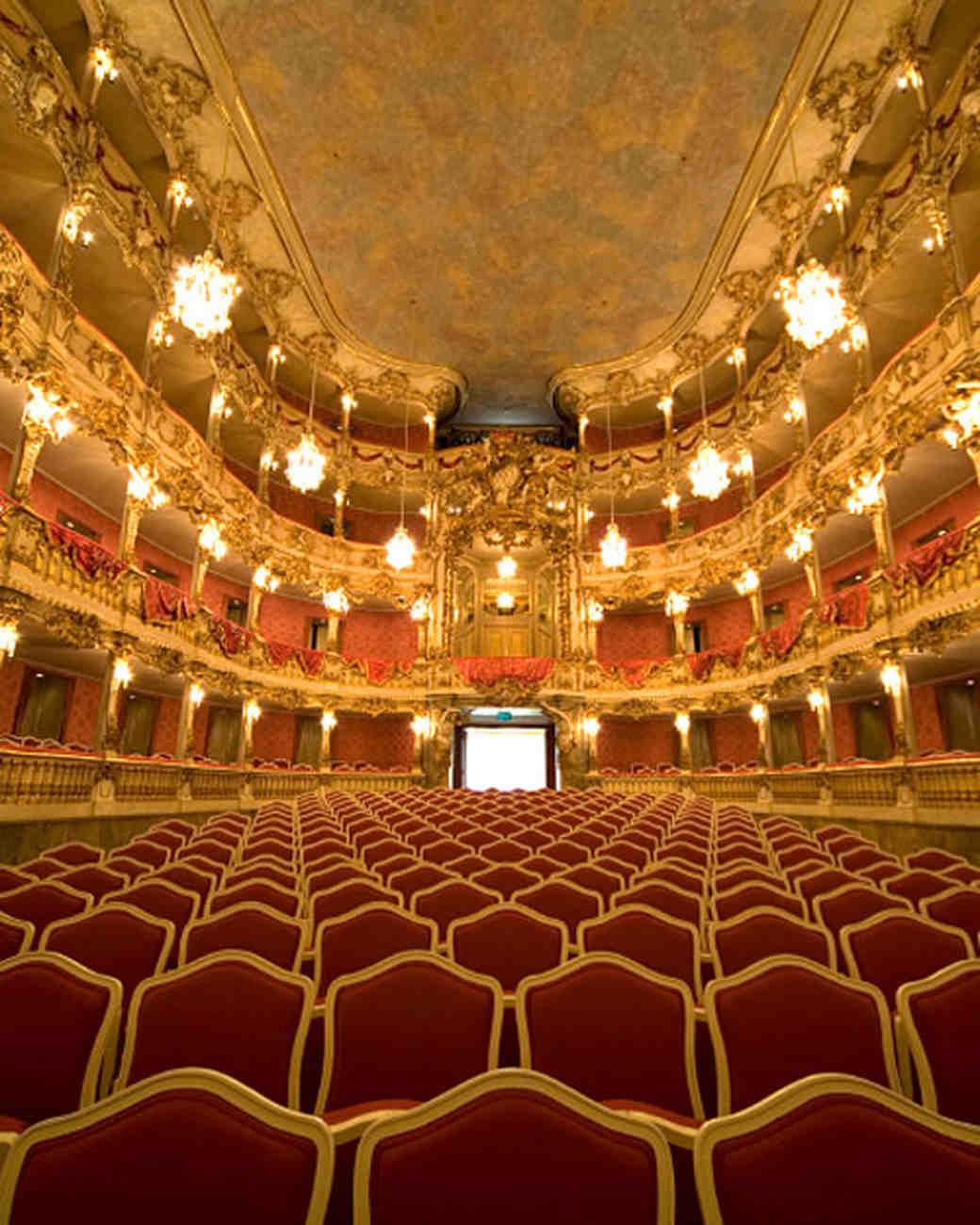 istock_7225657_theater.jpg