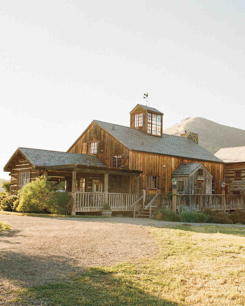 A Rustic, Modern Brown-and-White Wedding on a Ranch in California ...