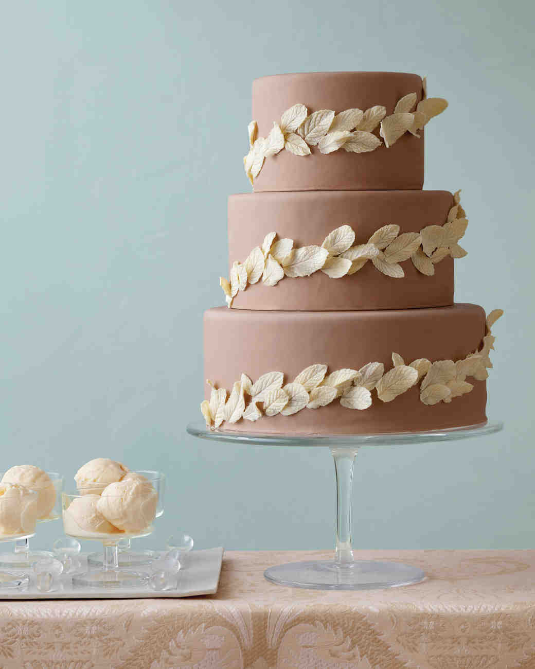 Creating a DIY Wedding Cake With An Amazing Rustic Style
