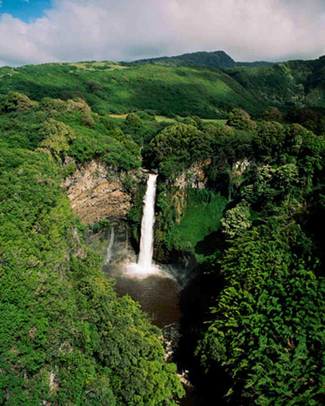 ws1170b_win06_waterfall.jpg