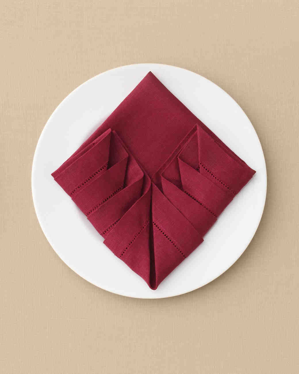 napkin-pleated-mwd110589.jpg