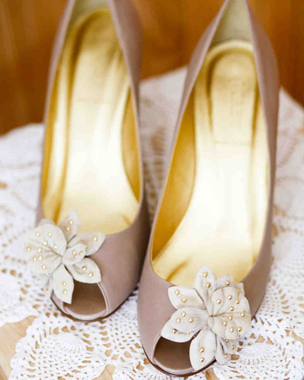 wedding shoes nyc a pastel vintage formal wedding outdoors in new york 1129
