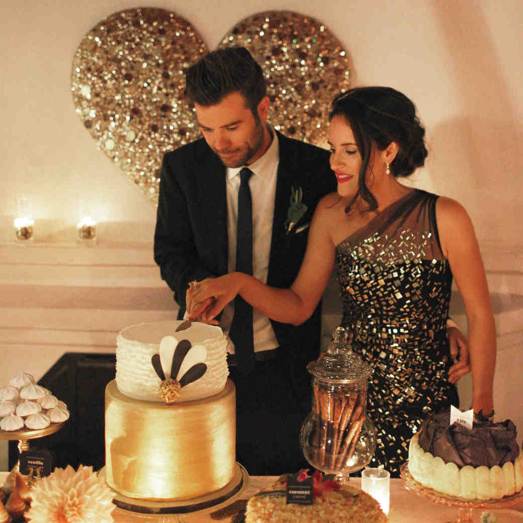 How to Cut Your Wedding Cake