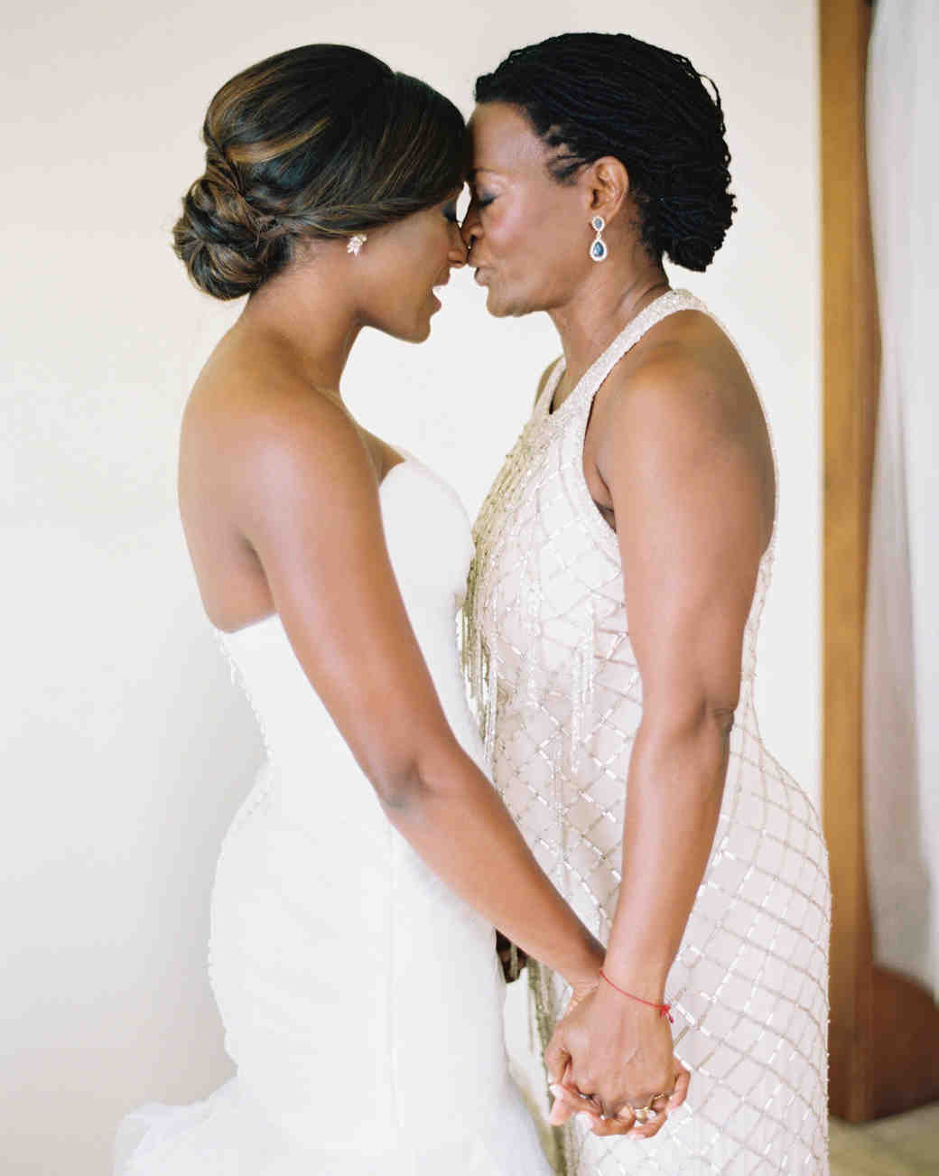 8d284d741a 26 Mother-of-the-Bride Hairstyles That ll Make Her Feel Special ...