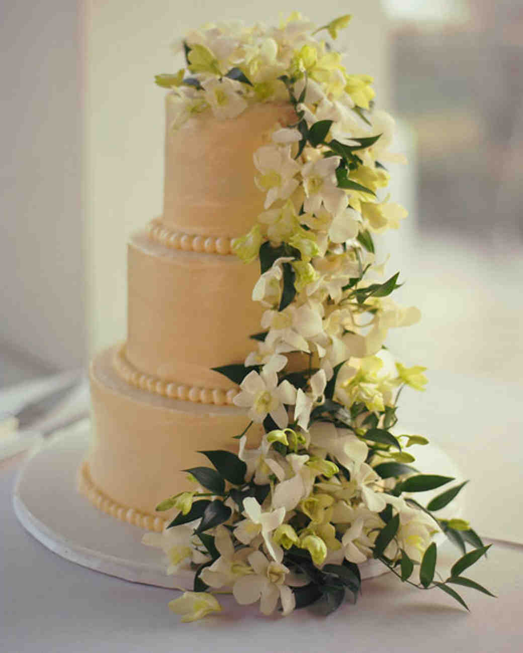 rw_0810_candice_scott_cake.jpg
