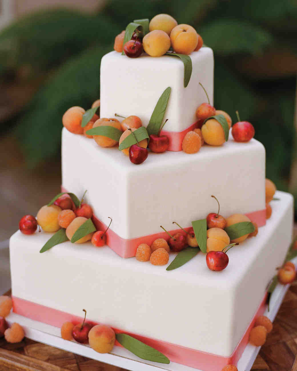 29 summer wedding cakes that we re sweet on martha stewart weddings. Black Bedroom Furniture Sets. Home Design Ideas