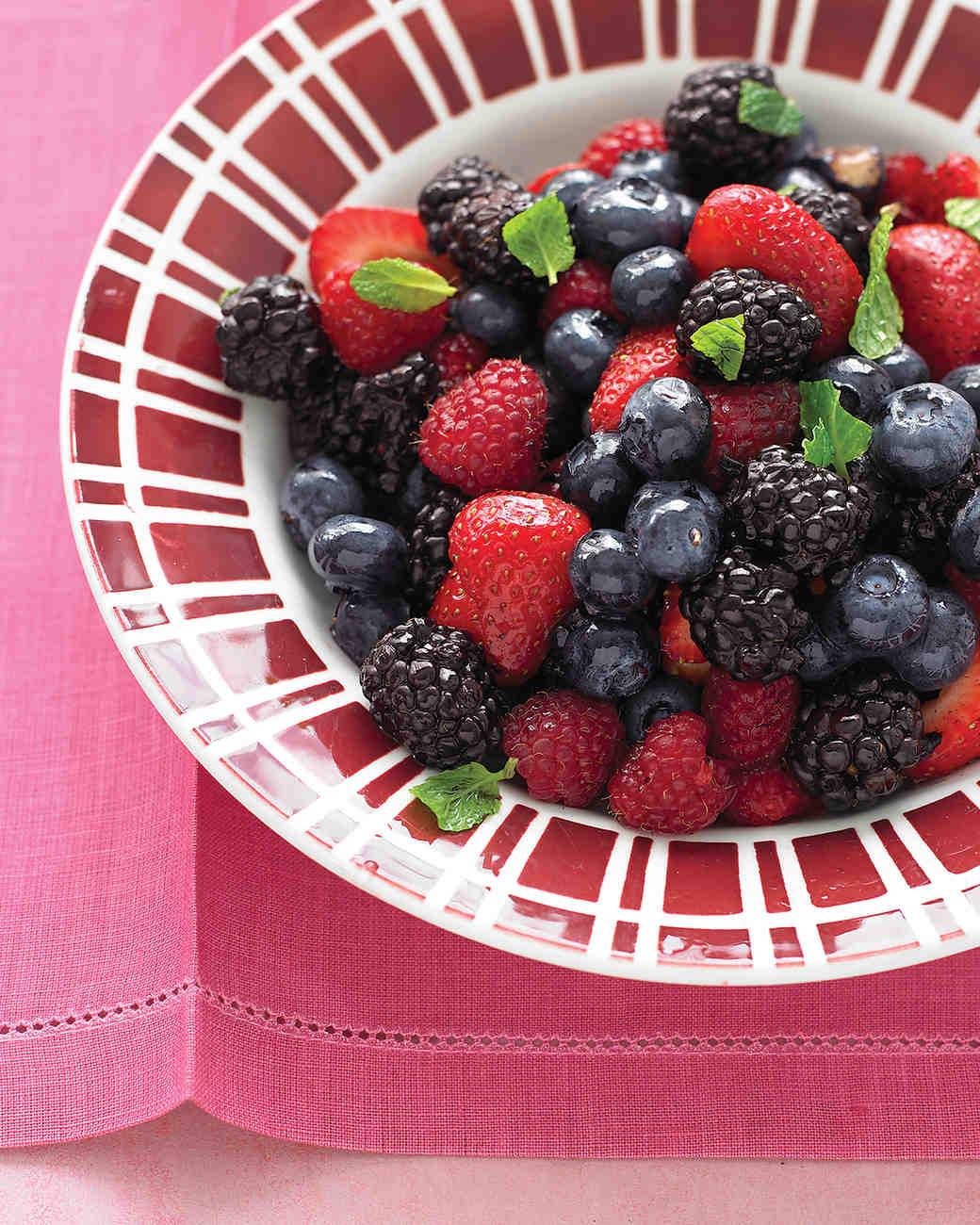 med103901d_0708_berry_salad.jpg