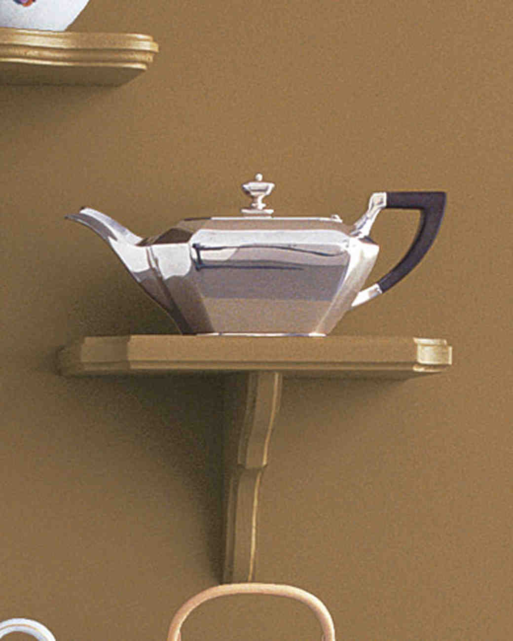 mw1004_fall04_silver_teapot.jpg