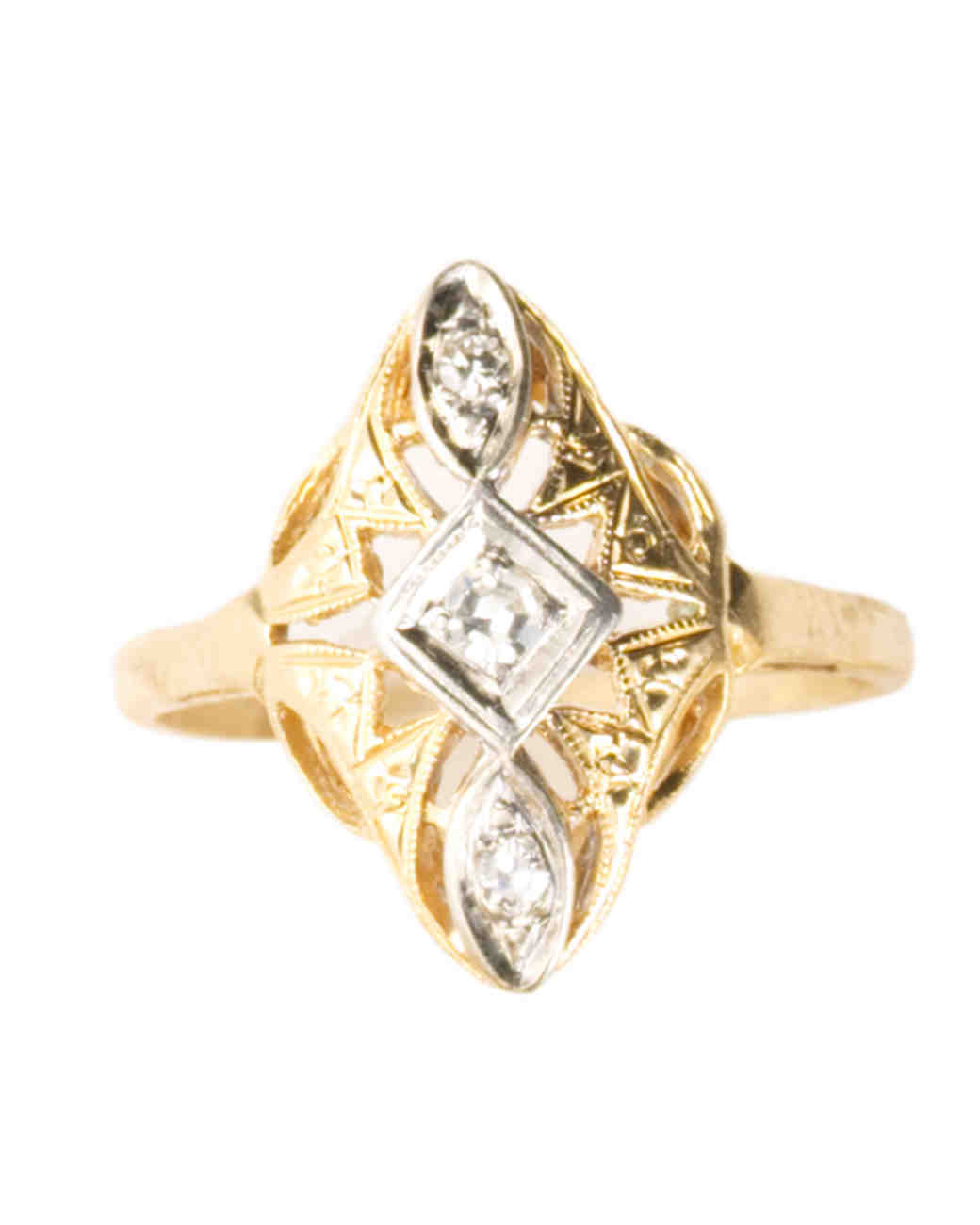 Yellow Gold Engagement Ring with a Mix