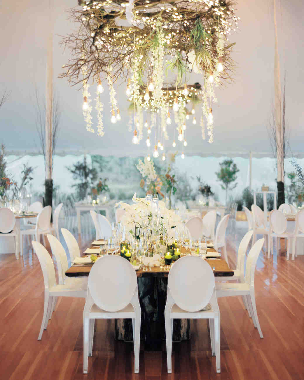 33 tent decorating ideas to upgrade your wedding reception for Chandelier table decorations