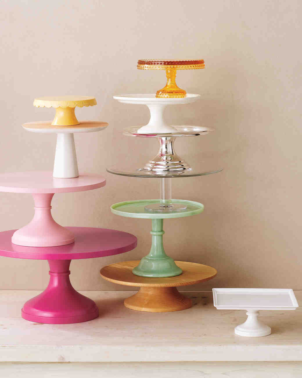 Complementing Cake Stands & Good Things for Cakes | Martha Stewart Weddings