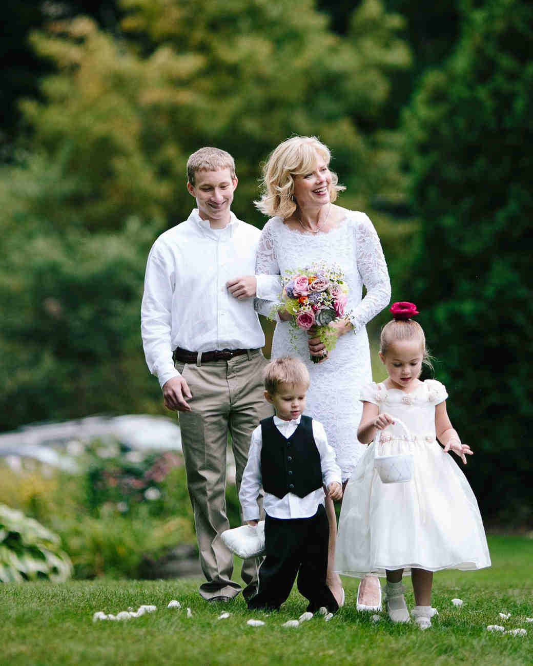 Wedding Family Picture Guide: How To Include Your Children In Your Wedding