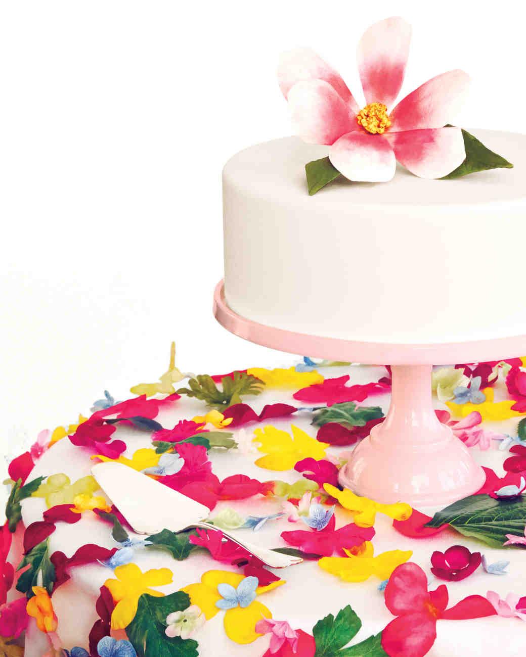 white-cake-flower-0030-d111716.jpg