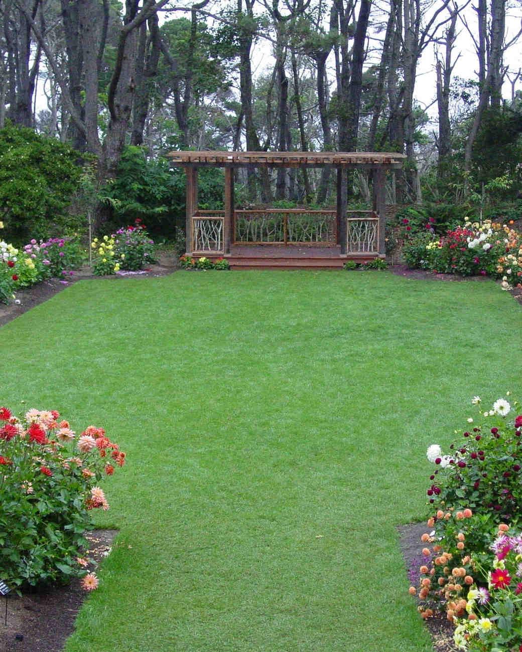 18 beautiful botanical garden wedding venues martha - Mendocino coast botanical gardens ...