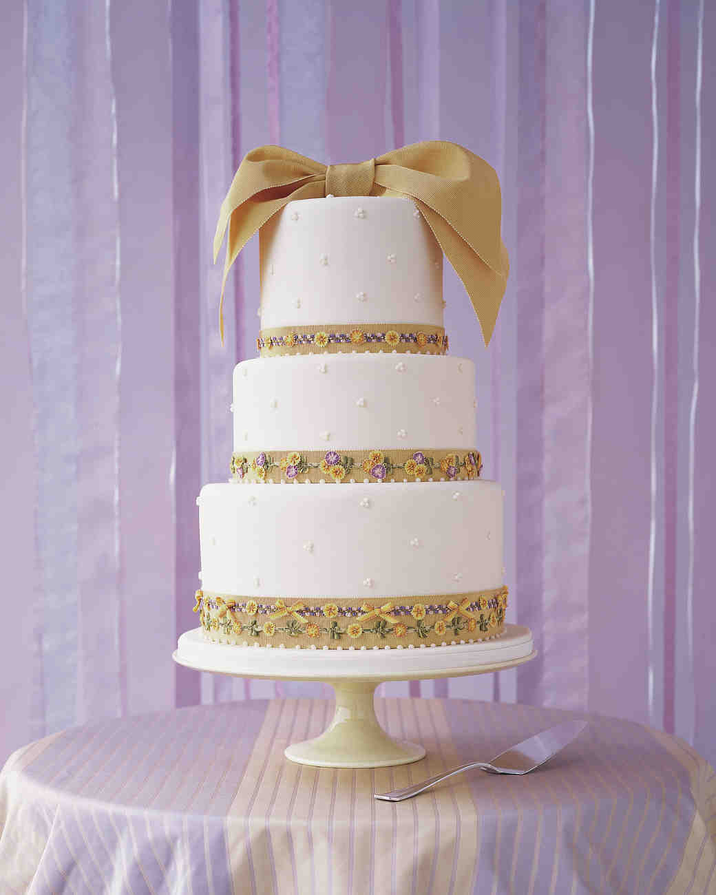 wedding cakes with bows 18 beautiful wedding cakes decorated with bows martha 25990