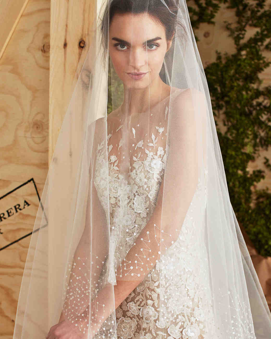 d07eb673ce0a Carolina Herrera Spring 2017 Wedding Dress Collection