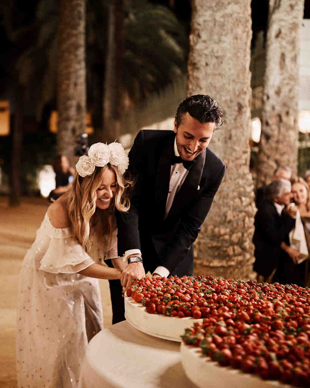 karolina sorab wedding bride groom cutting cake with strawberries