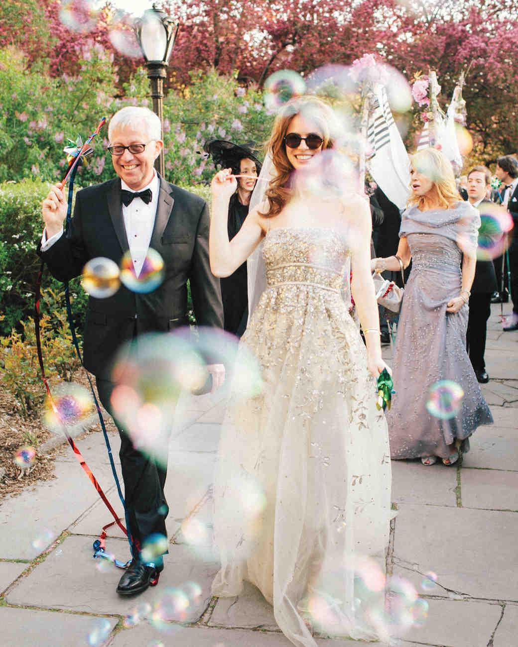 lisa-eric-bubbles-515-mwds110657.jpg