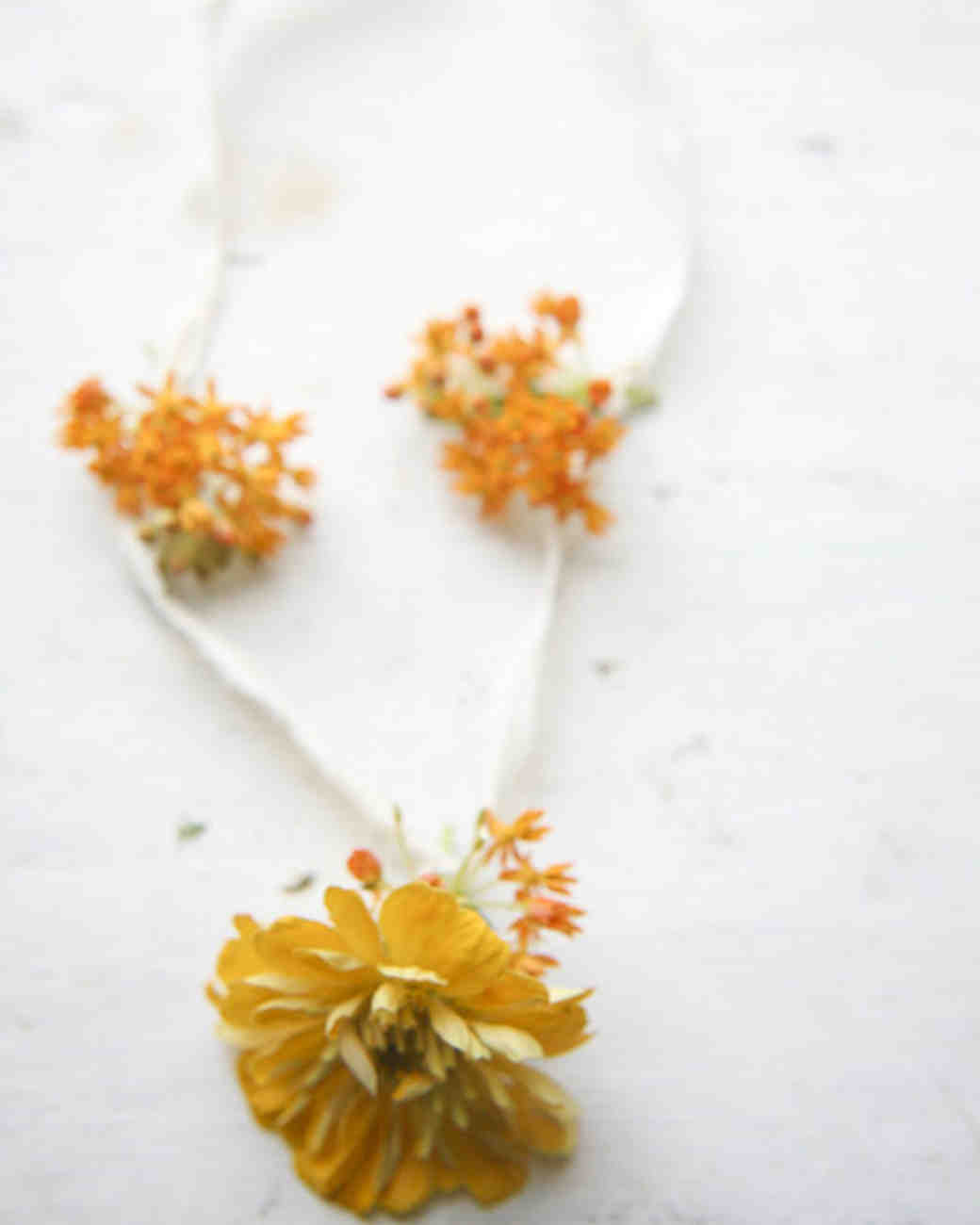 msw_sum09_flower_girl_necklace_1.jpg