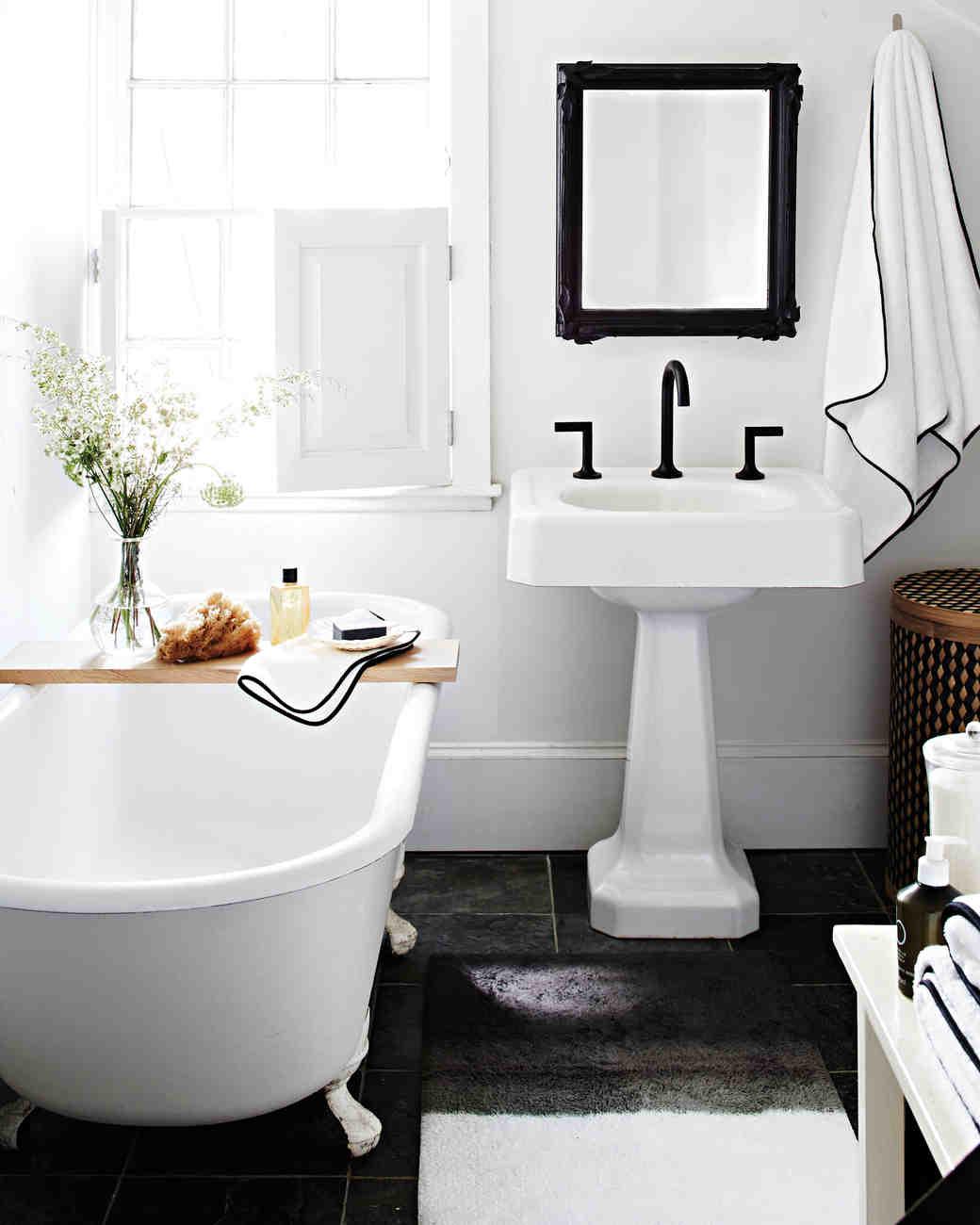 black-white-bathroom-9277-d113008.jpg