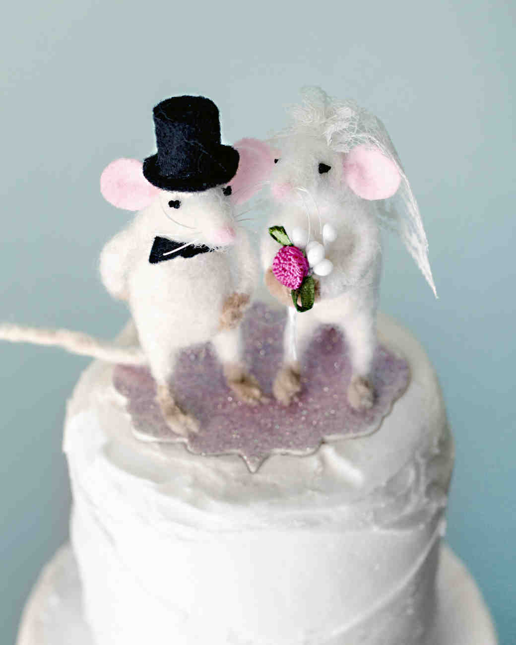 21 Adorably Unusual Wedding Cake Toppers photo