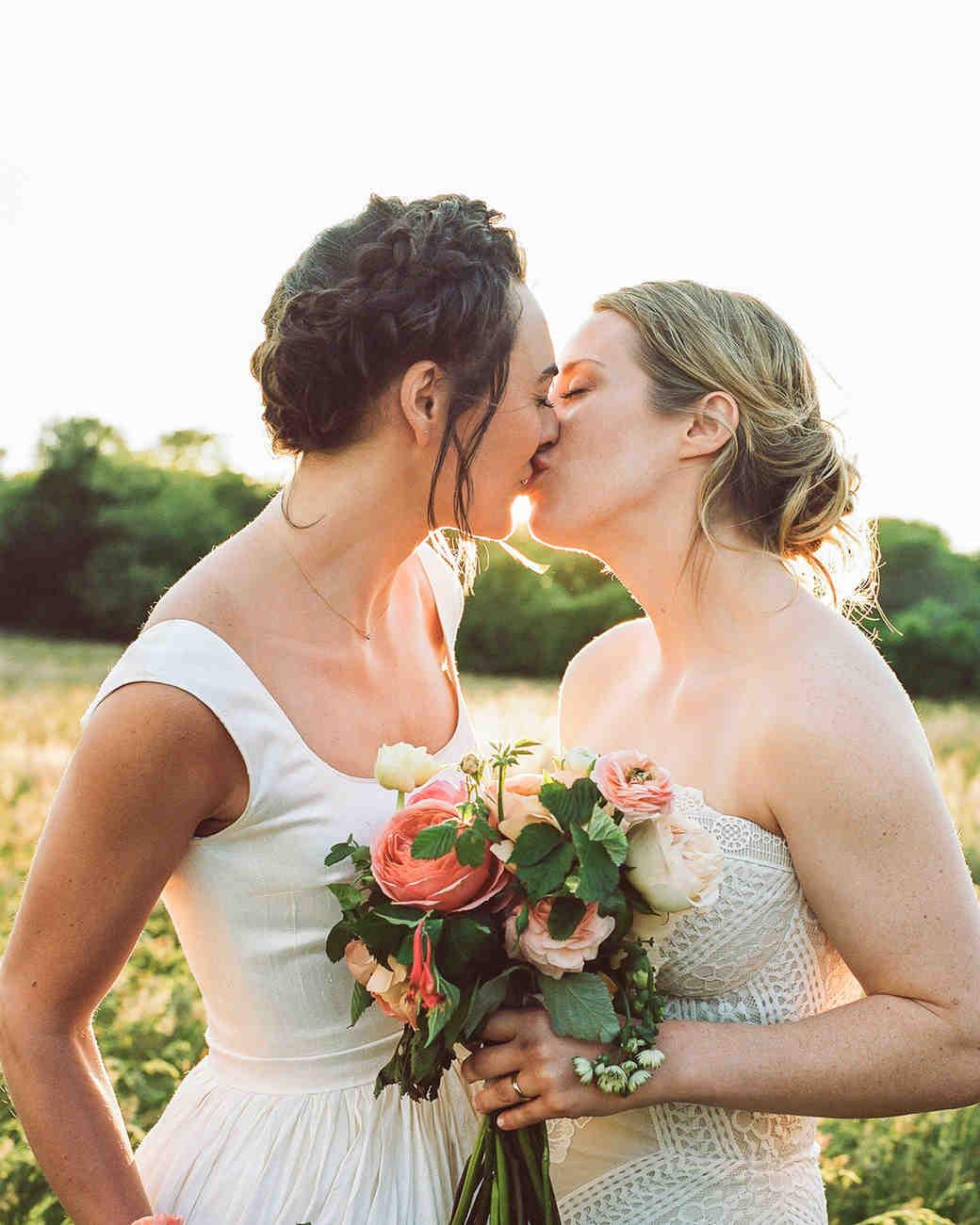 11512da3a This Couple Had a Silent Disco During Their Wedding at a Martha s ...