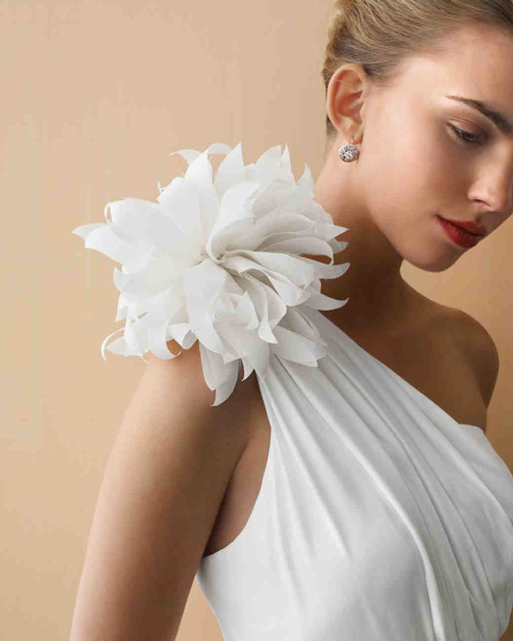 How to make paper and fabric flowers for your wedding for Wedding dress made of flowers
